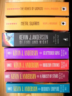 The Saga of Seven Suns di Kevin J. Anderson (varie edizioni UK e USA)