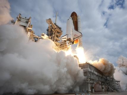 Lo Space Shuttle Endeavour in partenza per la sua ultima missione (foto NASA)