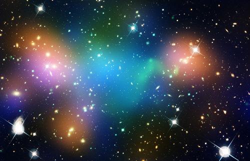 Immagine composita che mostra la distribuzione di materia oscura, galassie e gas nell'ammasso galattico Abell 520 (Immagine NASA, ESA, CFHT, CXO, M.J. Jee (University of California, Davis), and A. Mahdavi (San Francisco State University))