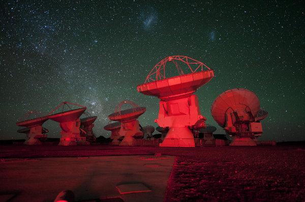 Alcune antenne di ALMA (Foto ESO/C. Malin)