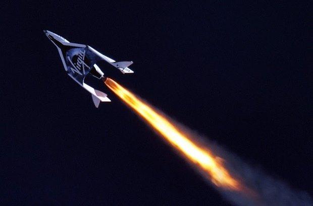 La navicella SpaceShipTwo di Virgin Galactic durante il test di volo supersonico (Foto cortesia MarsScientific.com/Clay Center Observatory. Tutti i diritti riservati)