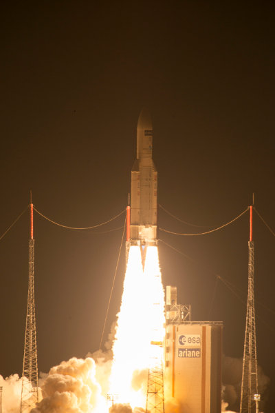 Il lancio del cargo spaziale ATV-5 Georges Lemaître su un razzo vettore Ariane 5ES (Foto ESA)