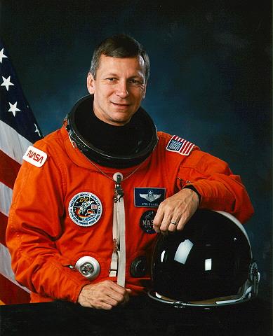 Foto ufficiale della NASA di Steven Nagel