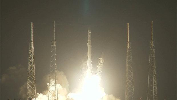 La navicella spaziale Dragon di SpaceX al lancio della missione CRS-4 sul razzo Falcon 9 (Immagine NASA TV)