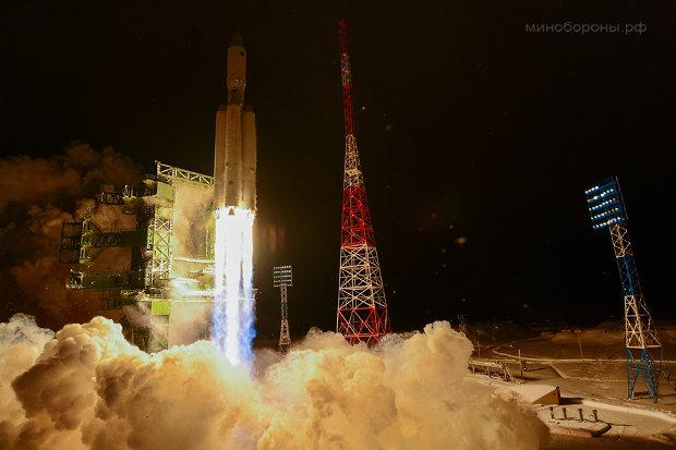 Il razzo vettore Angara A5 al momento del decollo (Foto cortesia Ministero della Difesa russo. Tutti i diritti riservati)