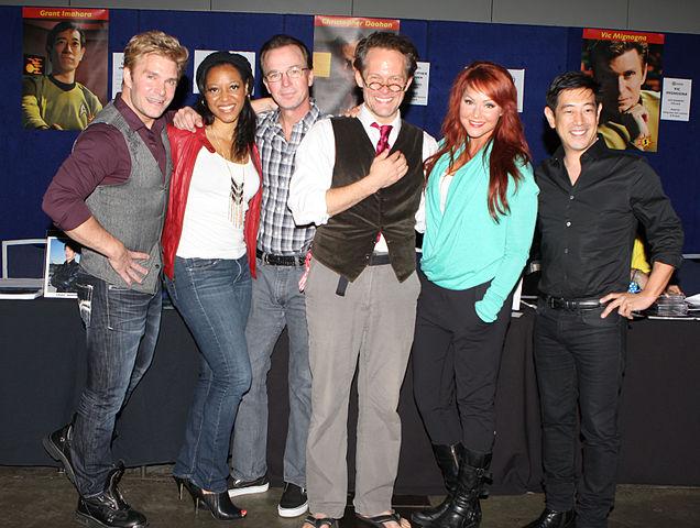 Il cast di Star Trek Continues. Dalla sinistra: Vic Mignogna, Kim Stinger, Christopher Doohan, Chuck Huber, Michele Specht e Grant Imahara (Foto Eva Rinaldi)