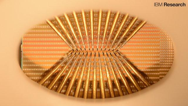 Il chip di IBM con i neuroni artificiali (Immagine cortesia IBM Research. Tutti i diritti riservati)