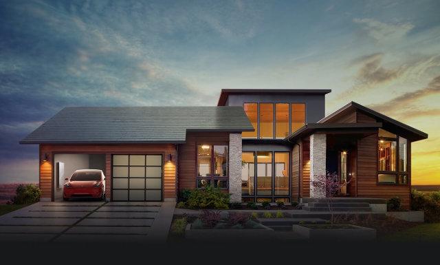 Una casa con un tetto solare e nel garage un'automobile elettrica Tesla e un sistema Powerwall (Immagine cortesia Tesla Motors)
