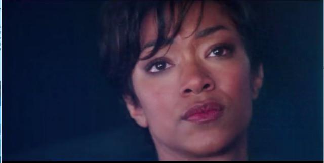Michael Burnham (Sonequa Martin-Green) in Un saluto vulcaniano (Immagine cortesia CBS / Netflix)