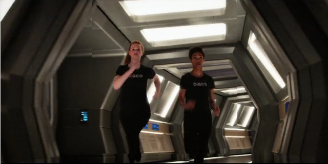 Sylvia Tilly (Mary Wiseman) e Michael Burnham (Sonequa Martin-Green) in Lete (Immagine cortesia courtesy CBS / Netflix)
