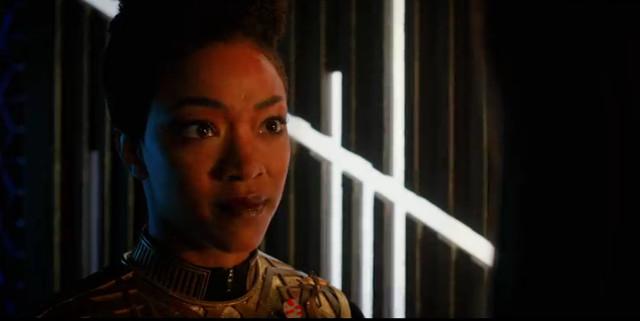 Michael Burnham (Sonequa Martin-Green) in Sfrenata ambizione (Immagine cortesia CBS / Netflix)