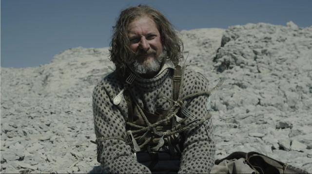 Thomas Blanky (Ian Hart) ne Il mare, il mare, il mare aperto (Immagine cortesia AMC Studios / Amazon. Tutti i diritti riservati)