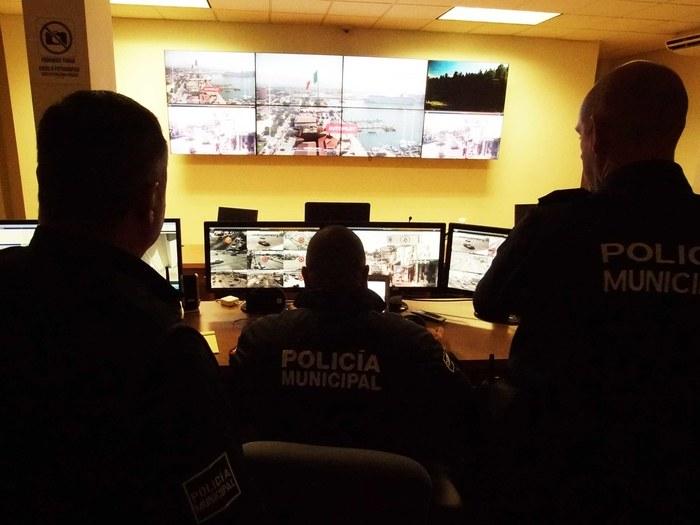La polizia di Ensenada segue il drone (Foto cortesia Cape)