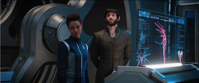 Michael Burnham (Sonequa Martin-Green) e Spock (Ethan Peck) in Progetto Dedalo (Immagine cortesia CBS / Netflix)