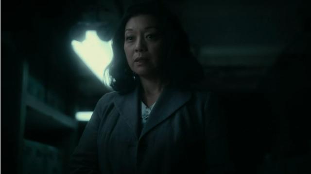 Asako Nakayama (Naoko Mori) in Vieni a prendermi (Immagine cortesia AMC Studios / Amazon. Tutti i diritti riservati)