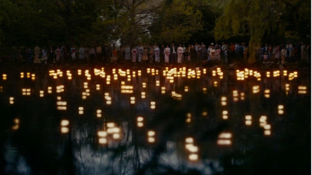 I personaggi celebrano l'Obon Festival in Nell'Oltretomba (Immagine cortesia AMC Studios / Amazon. Tutti i diritti riservati)