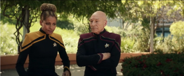 Raffi Musiker (Michelle Hurd) e Jean-Luc Picard (Patrick Stewart) in La Fine È L'inizio (Immagine cortesia CBS All Access/ Amazon Prime Video)