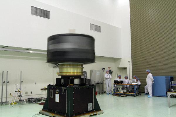 Una delle due navicelle Radiation Belt Storm Probes durante un test (Foto NASA/Charisse Nahser)