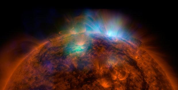 Immagine combinata delle osservazioni del Sole da parte dei satelliti della NASA NuStar e Solar Dynamics Observatory (SDO) (Immagine NASA/JPL-Caltech/GSFC)