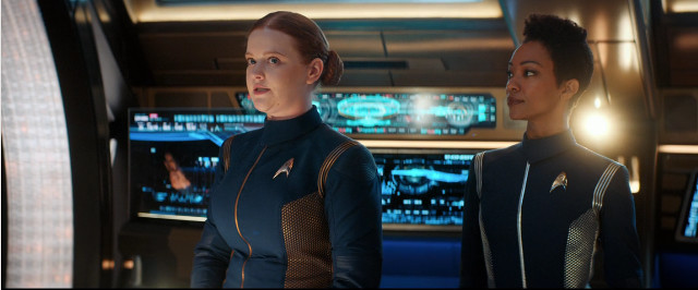 Sylvia Tilly (Mary Wiseman) e Michael Burnham (Sonequa Martin-Green) in Nuovo Eden (Immagine cortesia CBS / Netflix)