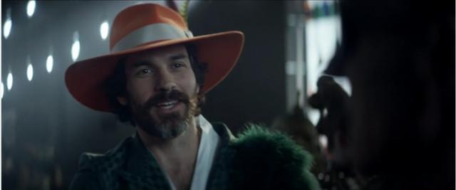 Il capitano Rios (Santiago Cabrera) in Cronache Di Stardust City (Immagine cortesia CBS All Access/ Amazon Prime Video)