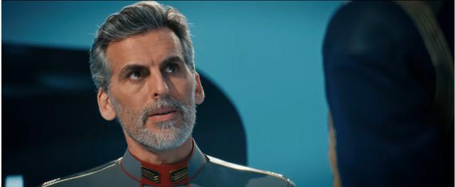 L'Ammiraglio Charles Vance (Oded Fehr) in Provarci fino alla morte (Immagine cortesia CBS / Netflix)